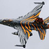 天空守护者-飞行与战斗-飞行模拟器